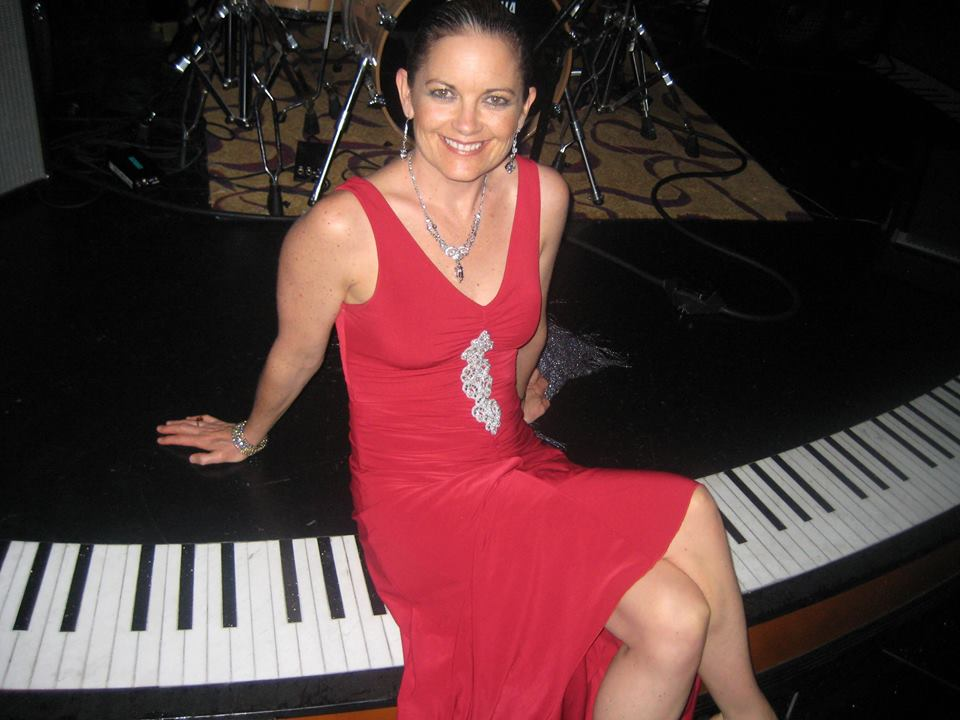 Kelita, Kelita performer, motivational speaker, inspirational singer, woman in red dress, woman on piano