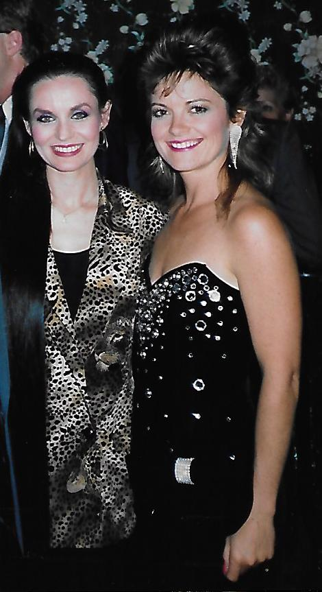 Kelita, CCMA Awards Show, Crystal Gayle (Don't It Make My Brown Eyes Blue)