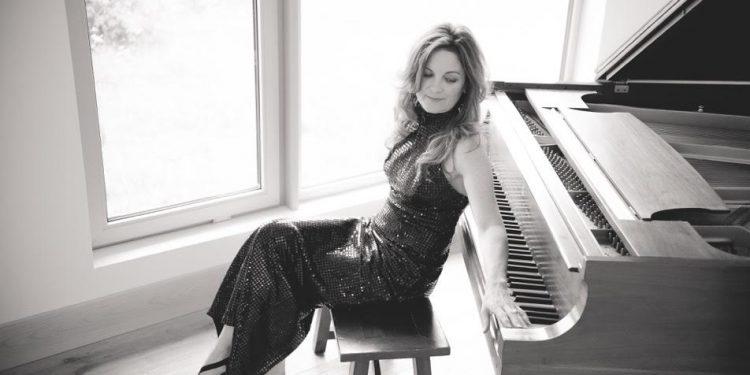Kelita, singer songwriter, piano